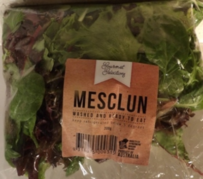 fresh,salad,leaves,in,a,pack