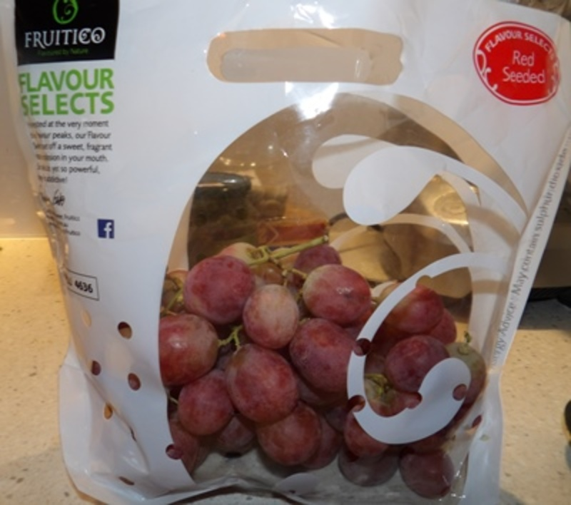 Bag of Green Grapes by Fruitico