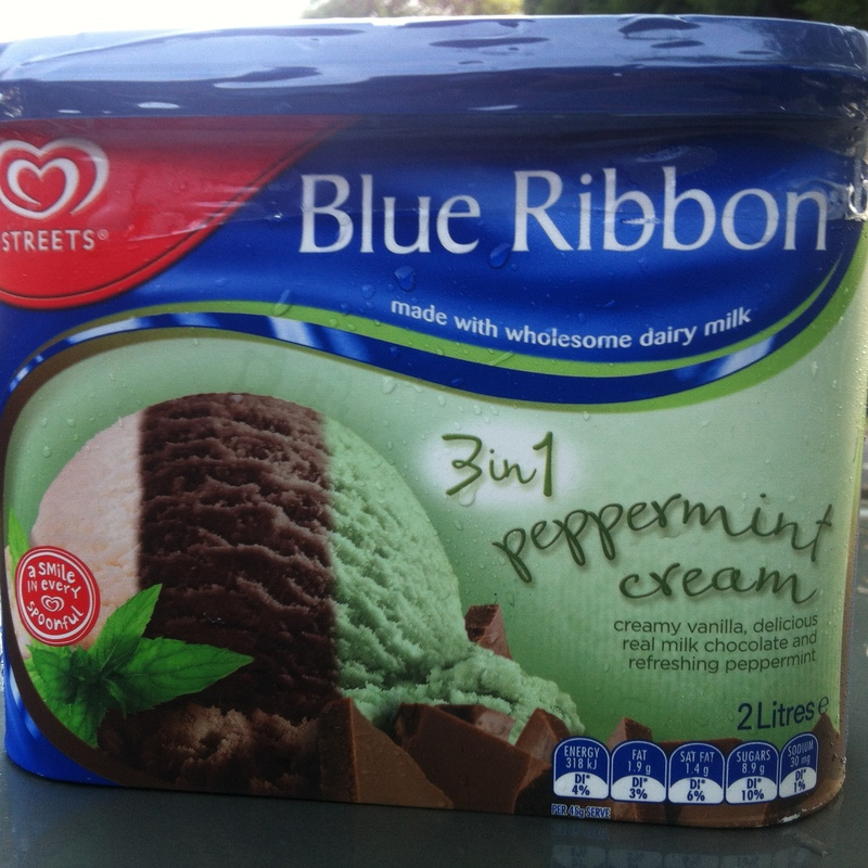 Streets Blue Ribbon 3 in 1 Peppermint Cream
